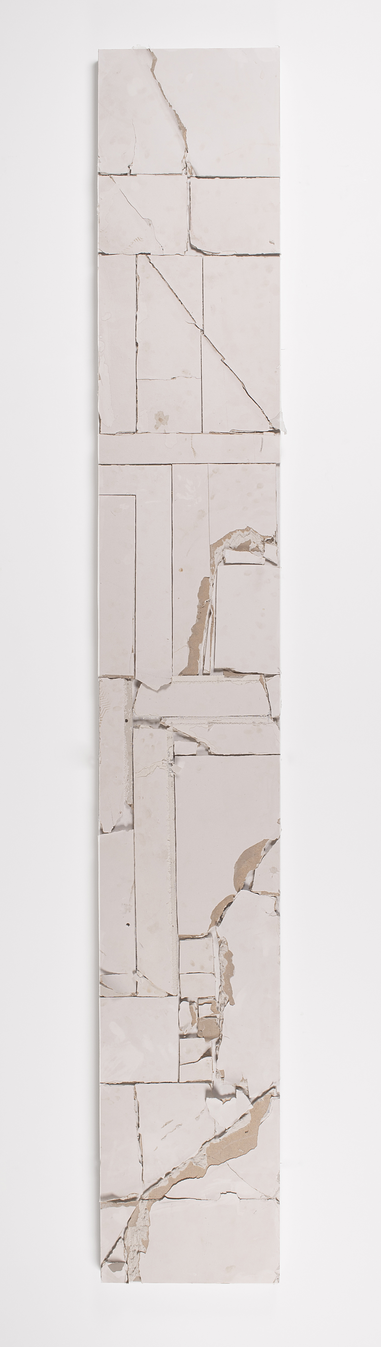 Pablo Rasgado. <em> Unfolded Architecture (M HKA 8)</em>, 2017.  Acrylic on drywall, 118 1/8 x 19 1/4 x 2 9/16 inches