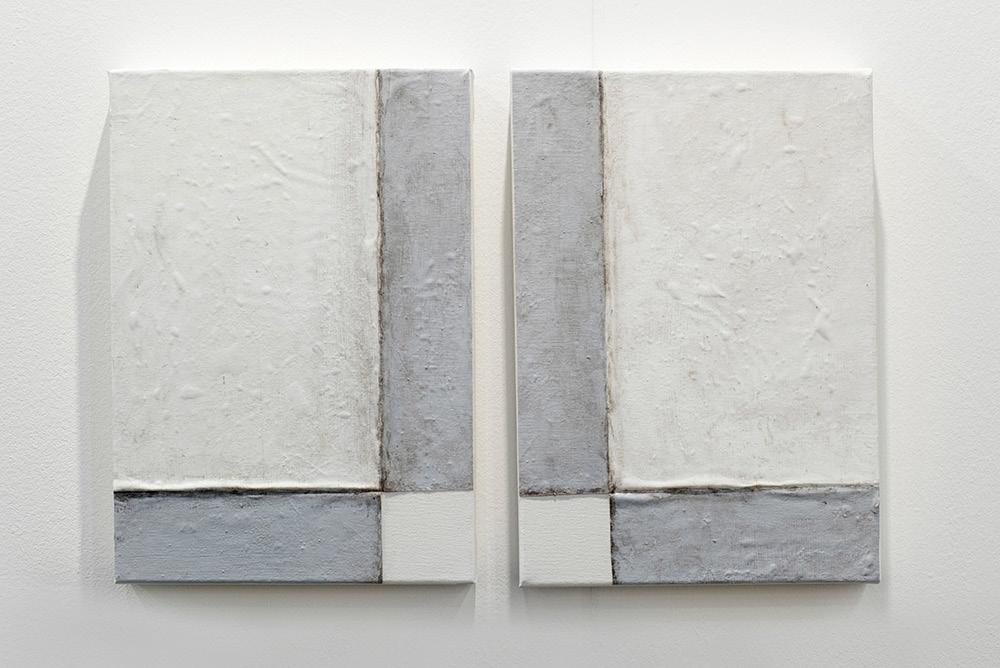 Pablo Rasgado. <em>Arquitectura desdoblada (dos esquinas),</em> 2017. Acrylic and dirt on canvas, 20 x 29 1/2 inches (50.8 x 74.9 cm)